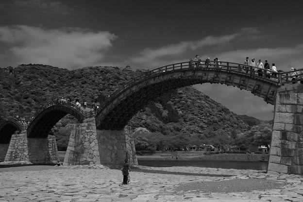綺麗なアーチの木造の橋。。錦帯橋