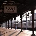 日も傾いてレトロな雰囲気を出す駅・・門司港