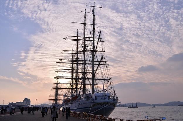 Photos: 夕方になって門司港・・2隻の船