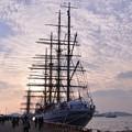 夕方になって門司港・・2隻の船