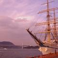 夕暮れの関門海峡と日本丸・・・