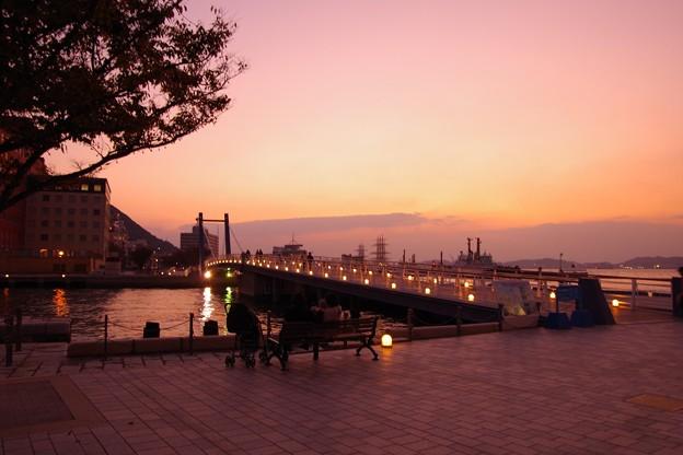 Photos: 門司港の恋人たちの聖地・・夕暮れの風景