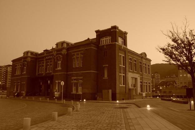 セピアな風景・・旧門司税関建物