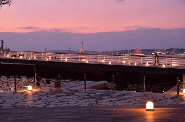 Photos: 夕暮れの門司港。。向こうは下関・・