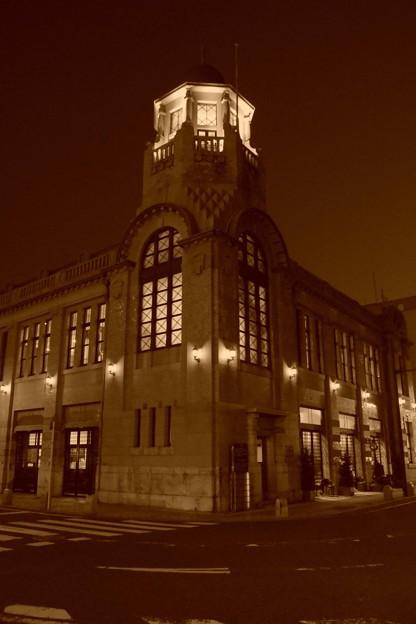 Photos: 夜の旧大阪商船の建物・・
