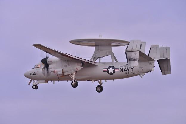 午後の厚木基地 NF-602 VAW-115Libertybells E-2Cホークアイランディングへ・・20131223