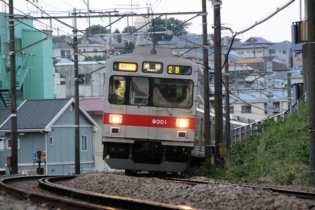 9001F_通勤特急渋谷行き_20100604