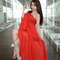 写真: 加奈恵赤ベール座り縦