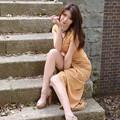 写真: 岡田智子階段笑顔2L