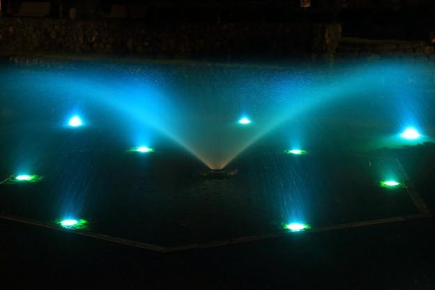 写真: 噴水 ~ライトアップ~
