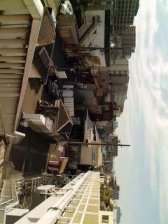 京急小島新田駅を陸橋から俯...