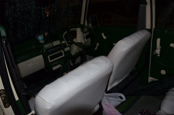 ミニバスはヘッドレストの無いローバックシート