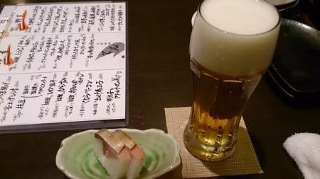 ビールと突き出しの押し寿司(旬菜料理てん)