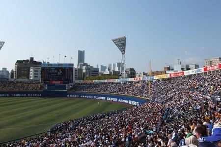 満員の横浜スタジアム