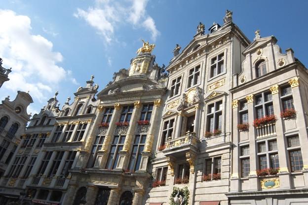 写真: グランプラスを囲む建物