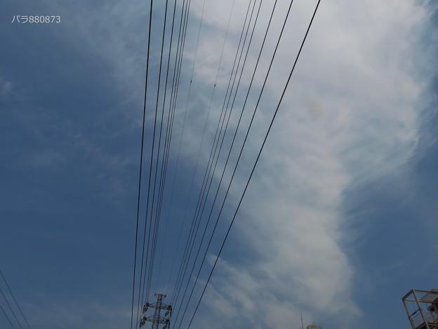帯状の雲の東側