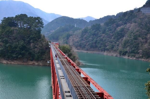 鉄橋を渡って