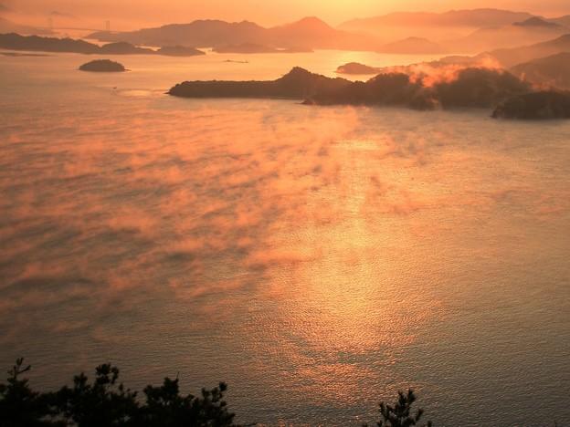 筆影山の海霧