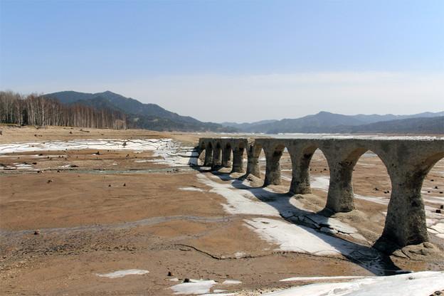 春のタウシュベツ川橋梁