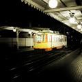 写真: 道後温泉駅に停まる路面電車